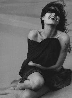 Angelina Jolie, photo by Annie Leibovitz. Annie Leibovitz Fotos, Anne Leibovitz, Annie Leibovitz Photography, Annie Leibovitz Portraits, Angelina Jolie, Jolie Pitt, Richard Avedon, Mario Testino, Foto Art
