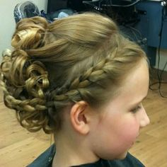 cute style for long hair. special occasions cute style for long hair. Communion Hairstyles, Dance Hairstyles, Flower Girl Hairstyles, Little Girl Hairstyles, Pretty Hairstyles, Easy Hairstyles, Wedding Hairstyles, Wedding Updo, Flower Girls
