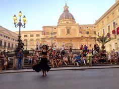 Palermo è già in festa per onorare la Santuzza Palermo is ready, waiting for Santa Rosalia ph Eleonora Lo Iacono  VISITA QUESTI POSTI CON LA TOURIST SERVICE MAZARA...SERVIZIO TRANSFER PER OGNI DIREZIONE DELLA SICILIA Palermo, Taxi, Ph, Waiting, Louvre, Street View, Building, Travel, Party