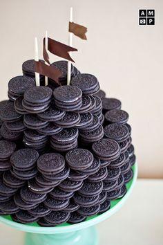 I want my own oreo castle. Oreo Torta, Oreo Cake, Oreo Cookies, Oreo Wedding Cake, Wedding Cakes, Macaron, Let Them Eat Cake, Cake Pops, Sweet Recipes