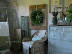Love the green wreath used here for every day decor❣ Oliver and Rust