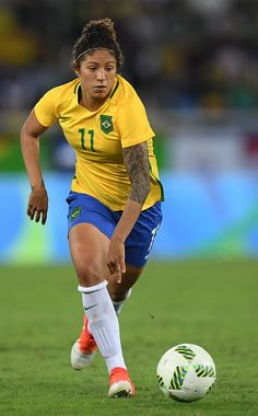 Cristiane of Brazil scoring 16 goals in all major competitions proving she is just as good as Ronaldo 94 goals 140 Appearances Football Girls, Football Soccer, Football Players, Female Soccer Players, Brazil Women, Only Play, Soccer Stars, Soccer World, Boxing