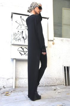 Black Asymmetrical Top / Long Blouse Extra Long Sleeves / Asymmetric Tunic Top by Aakasha on Etsy Diva Fashion, Fashion Beauty, Fashion Outfits, Womens Fashion, Fasion, Asymmetrical Tops, Future Fashion, Get Dressed, Cool Outfits