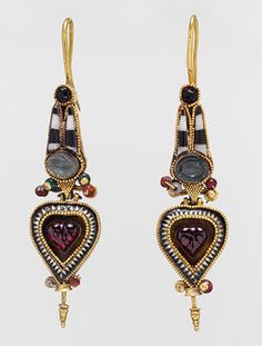 Hoop earrings with Egyptianizing crown, 3rd–2nd century b.c .Greek. Gold with stone and glass