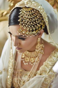 A Traditional Kashmiri Wedding With Bride In Unconventional Jewellery! inspo pakistani A Traditional Kashmiri Wedding With Bride In Unconventional Jewellery! Bridal Makeup Looks, Bridal Looks, Bridal Style, Pakistani Bridal Jewelry, Indian Bridal Fashion, Bridal Lehenga, Indian Jewelry, Bridal Outfits, Bridal Dresses