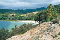 En la laguna de Tota se presentan algunos sectores con afloramiento de arenas finas, como en el sitio denominado Playa Blanca.
