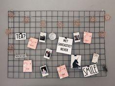 - Hause Dekorationen - Nada como um mural de fotos e recados para dar um charme para o ambiente não é mesmo? Cute Room Decor, Tumblr Rooms, Aesthetic Room Decor, Room Goals, Minimalist Bedroom, Dream Rooms, Home Office Decor, My Room, Bedroom Decor