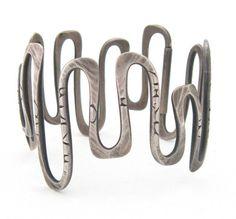 American Modernist silver bracelet by Christian Schmidt Gems Jewelry, Metal Jewelry, Jewelry Art, Jewelry Bracelets, Silver Jewelry, Vintage Jewelry, Jewelry Accessories, Jewelry Design, Bangles