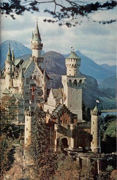 Neuschwanstein Schloss in Bayern. Ludwig II from Bavaria's castle. Medieval Tattoo, The Places Youll Go, Places To See, Wonderful Places, Beautiful Places, Linderhof, Germany Castles, Neuschwanstein Castle, Abandoned Castles