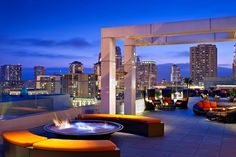 Meet the top 10 mind-blowing rooftop bars in the world/ rooftop bars, bars in london, bars in nyc / #privateclub #barinteriordesign #whattodoinparis / See also : http://www.designcontract.eu/uncategorized/meet-mind-blowing-rooftop-bars-world-2/