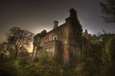Manor House Be :: by andre govia., via Flickr