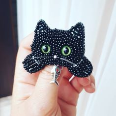 Котэ😸😽😻 #брошь #брошькот Bead Embroidery Jewelry, Beaded Jewelry Patterns, Fabric Jewelry, Beaded Embroidery, Beading Patterns, Embroidery Patterns, Couture Embroidery, Motifs Perler, Beaded Spiders