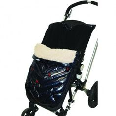 An ingenious, award winning design that can be used in multiple ways. Thanks to its two way zippers and detachable cover, the Polar Igloo can be converted into a stroller blanket