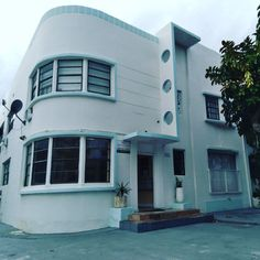 #Modern #Minimalist #Cityscape #ArtDeco #CoolBuilding #Facade #Structure #305 #SouthBeach #561BUILD #ForensicEngineer #PalmBeach #FtLauderdale #Miami South Beach Miami, Palm Beach, Miami Art Deco, Modern Minimalist, 1930s, Facade, Homes, Mansions, Cool Stuff