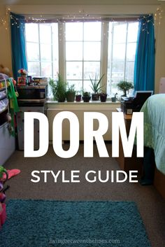 Simple things you can do to give your dorm room style. A complete guide to the basics you need to make your dorm a space that reflects your own style. College Apartments, College Dorm Rooms, Dorm Life, College Life, Austin College, Funny College, College Style, Dorm Room Organization, Decorate Your Room