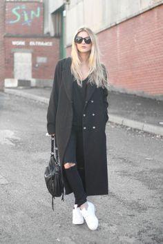 Gafas de sol – Céline, Camiseta – H & amp; M, Escudo – Boohoo, Bolsa – Boutique de Pablo, Jeans – Primark, Formadores – Adidas Superstar Este es mi tipo de atuendo día libre. Casual, todo negro y cómoda. Por mucho que me encanta que me emperifollada, yo también podría pasar siempre en mi mirada …