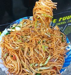 Desi Chinese is true love 😍 Can morning get better than this 😍 . This place in Old Rajinder Nagar is truly a  Chinese Street Food, Indian Street Food, Chinese Food, Desi Food, Chow Mein, Cravings, Sweet Tooth, Food Porn, Yummy Food