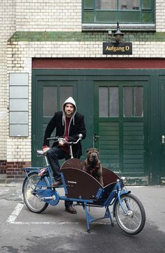 would LOVE toolin' around town with this little number (i'm talking about the bike...)Cloud 7: Strictly For Modern Dogs   Yatzer