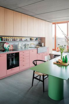 Ester Bruzkus' Berlin Apartment is an idiosyncratic home that encapsulates all the qualities of Ester's architecture and interior design . Apartment Interior Design, Home Interior, Interior Architecture, Kitchen Interior, Interior Modern, Interior Ideas, Pink Cabinets, Berlin Apartment, Appartement Design
