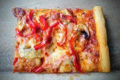 Pizzateig für ein Blech von Kochnudel84 | Chefkoch Spaghetti Pizza, Vegetable Pizza, Muffins, Food And Drink, Pasta, Vegetables, Recipes, Noodles, Muffin