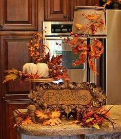 I put a little bit of Fall in my kitchen.  I have to admit this is one of the hardest rooms to decorate.  I don't have much free space and i...