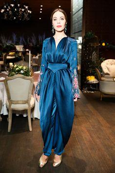 Ulyana Sergeenko - Chopard at a dinner in Barvikha Hotel & Spa Oriental Dress, Street Hijab Fashion, Ulyana Sergeenko, Russian Fashion, Fashion 2020, I Dress, Nice Dresses, Evening Dresses, Fashion Dresses