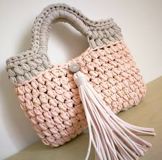 Sac au crochet fait main par @maillesetcrochet sur Instagram  https://www.instagram.com/p/BSnidSrl9Z_/ #crochet #trapillo #traphilo #handbag