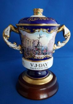 Aynsley WW2 VJ Day Commemorative Lidded Porcelain Vase Limited Edition Or Antique, Antique Items, Concorde, Porcelain Vase, Ww2, Badge, Things To Come, Hand Painted, Antiques