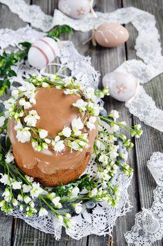 Chocolate Russian Easter cake Kulich/ Шоколадный кулич