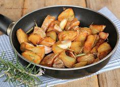 Patate+con+aglio+e+rosmarino+in+padella