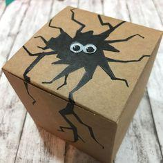Eine DIY Anleitung für eine Monster Geschenkbox mit Wackelaugen