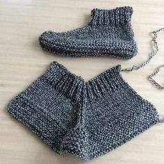 Discover thousands of images about Chaussons pour adultes tuto - Easy Crochet Stitches, Easy Knitting, Knit Or Crochet, Knitting Stitches, Knitting Socks, Knitting Patterns Free, Free Crochet, Crochet Patterns, Knitting Machine