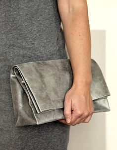 . I want one of these folding bags. ANVE Saco de Papel (pewter)