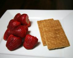 Keep Your Waistline in Check While Traveling: 150-Calorie Snack-Pack Ideas