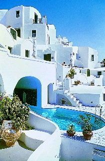 These villas on the Greek Island of Santorini look out on the #1 ranked sunset in the world. Each room is built into a cave and has private balconies. The hotel boasts a cave swimming pool.