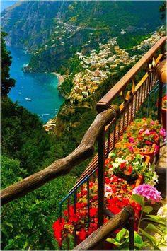 La costa de Amalfi en Italia | La Reserva Italia bella. Esta fascinante ciudad, que su fundación se remonta a la época romana, se encuentra a 40 kilómetros de Nápoles y está considerada como Patrimonio de la Humanidad de la Unesco.