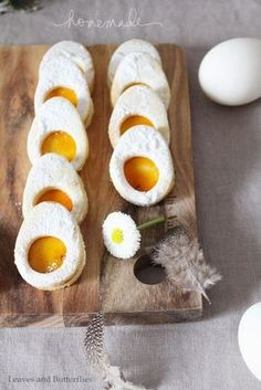 Spiegeleier-Kekse und Frühlings-Fashion (Leaves and Butterflies) Hello my dears! For you today I have something pretty out of my wardrobe and delicious fried eggs biscuits for the approaching Easter. I do not even know if I ever had Easter biscuits Easy Egg Breakfast, Healthy Make Ahead Breakfast, Clean Eating Breakfast, Egg Recipes For Breakfast, Egg Biscuits, Cookies Et Biscuits, Easy Egg Recipes, Easter Recipes, German Recipes