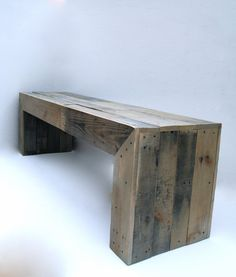 Reclaimed Pallet Bench by RAKAMod on Etsy Pallet Crates, Pallet Bench, Wood Pallet Furniture, Wooden Pallets, Rustic Furniture, Diy Furniture, Pallet Wood, Diy Pallet Projects, Wood Projects