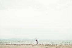 Reportaje de postboda en la playa del Delta del Ebro con Bea y Chema por un fotógrafo de bodas en Zaragoza