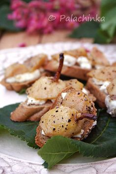 Pear and Goat Cheese Crostini. The tangy goat cheese is balanced by the sweet, sauteed pear. Appetizer Salads, Appetizer Recipes, Appetizers, Different Recipes, Other Recipes, Yummy Snacks, Yummy Food, Catering Food, Catering Recipes