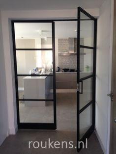 Deuren / Stalen deuren met schoprand