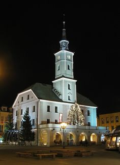 Gliwice town hall by night - Polska - Wikimedia Commons