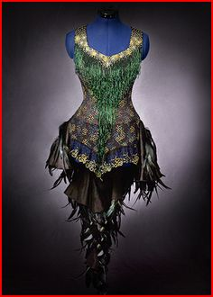 peacock Corset ^eo - Now, why can't we have some place we can wear things like this to these days? Do men have any idea how much woman love to get REALLY dressed up and go out , showing off to the world? Peacock Skirt, Peacock Costume, Peacock Colors, Fantasy Costumes, Dance Costumes, Fantasy Dress, Halloween Disfraces, Belly Dance, Costume Design