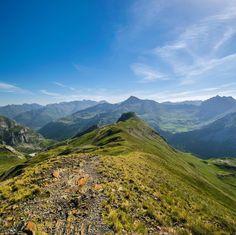 A Gavarnie dans les hautes-Pyrénées ! #randonnée #nature #voyage #travel #hiking #hike #trail #sightseeing #65 #hautespyrenees #occitanie #midipyrénées #gavarnie #summer #sun #picoftheday #picoftheweek