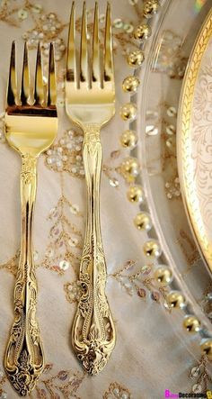 wedding themes and styling trends for 2013 Wedding Gold Cutlery . Wedding Themes, Wedding Blog, Wedding Decor, Wedding Reception, Dream Wedding, Gold Flatware, Cutlery Set, Rustic Luxe, Gold Aesthetic