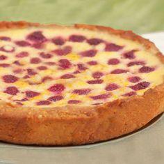 Este receta de tarta de fresas y chocolate blanco se elabora de forma sencilla, con fruta fresca. En lugar de fresas puedes usar otras frutas.