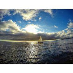 @cristiiann11 -  Es increíble ver como se va el día navegando  #instavalpo #instachile #intalike #Gopro #likesforlikes #chilegram #Photooftheday #Bestoftheday #sailing #sailboat #algarrobo #followme by chile.net.ve