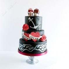 Bruidstaart Sculls and Tattoos Wedding cake black and red Sculls and Tattoos