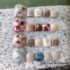 see through nails Pedicure Nail Art, Pedicure Designs, Toe Nail Art, Cute Toe Nails, Love Nails, Pretty Nails, Sculpted Gel Nails, Nail Pops, Queen Nails