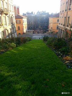 Lyon Croix-Rousse, montée de l'amphithéâtre.  @NeoZarrivants -- http://www.neozarrivants.com/lyon/